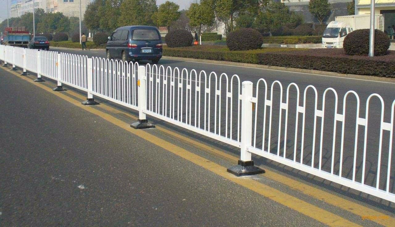 宜宾钢护栏
